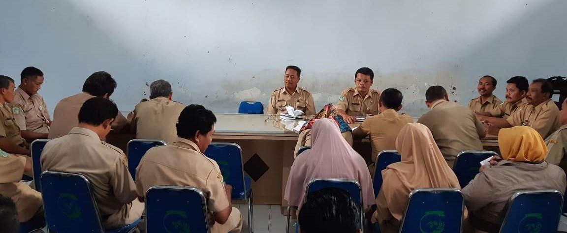 Rapat staf kantor kecamatan gucialit